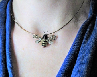 Cute Bee necklace Gold Bee pendant Wire bee sculpture Modern Unusual Art necklace Insect jewelry Bumble bee jewelry Unique gift for artist