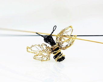 Wire art jewelry, honey bee necklace