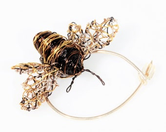 Honey bee pin, bumble bee brooch, insect brooch, cute pin, wire bee sculpture, contemporary art jewelry, unique Christmas gift for women