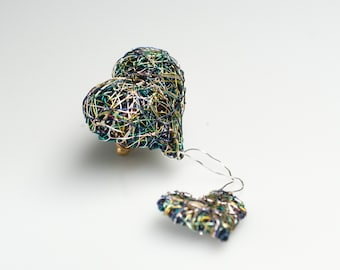 Hearts in colors, emerald green gold brooch pins, wire sculpture art
