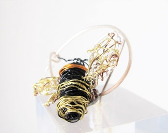 Bumble bee pin Honey bee brooch Wire Art insects Bee sculpture Modern brooch Copper Bee lover Unusual jewelry Small brooch Bee gifts for her