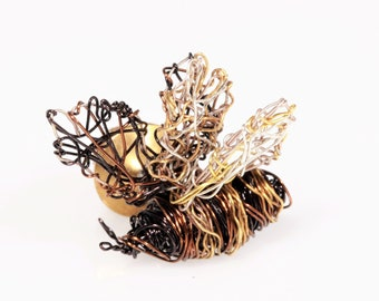 Bumble bee pin - honey bee jewelry - bee brooch - bee wire sculpture - modern jewellery design -  unusual jewellery - gift for sister