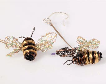 Bee earrings Wire bee sculpture Dangle drop earrings Modern Art earrings Gold Insect jewelry Elegant earrings Bee lover gift Unusual jewelry