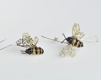 14k gold bee earrings Cute Bee hoop earrings Art Bee wire sculpture earrings Mismatched Modern Geometric hoops Elegant earrings Fine jewelry