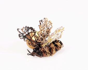 Bumble bee pin Bee brooch Wire bee sculpture art pin Bug pin Black gold jewelry Insect jewelry Cute bee jewelry Unusual gifts for bee lovers