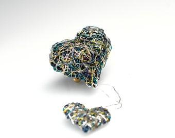 Two Hearts sculpture brooch wire work, Emerald Green heart, Contemporary heart jewelry art, Love heart pin