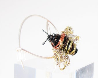Honey bee brooch - bee pin - black gold jewelry - modern art jewelry - handmade jewelry