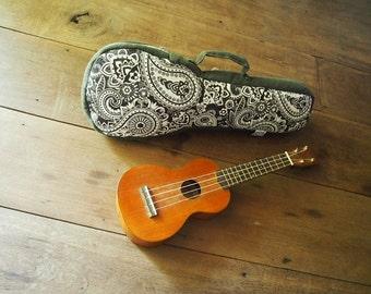 caso de ukelele soprano - negro y blanco bolsa de ukelele de Paisley (listo para enviar)