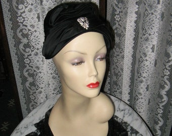 LOVELY VINTAGE TURBAN Style Hat by Valerie Modes Black Satin 1940 s f28c9c4a878