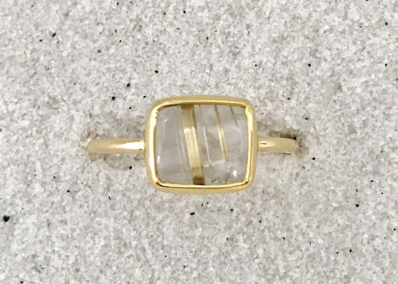 Rutilated quartz and solid 18k gold ring