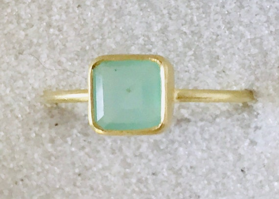 Real Peruvian opal and solos 18k gold ring