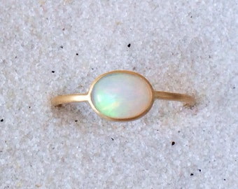Natural opal and solid 18k gold ring