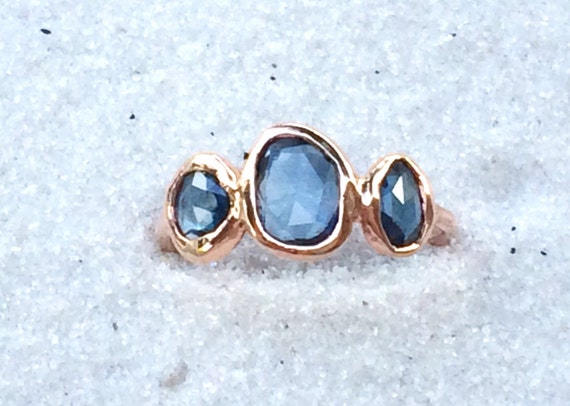3 wishes ring in untreated blue sapphire and solid 18k yellow or 14k rose gold