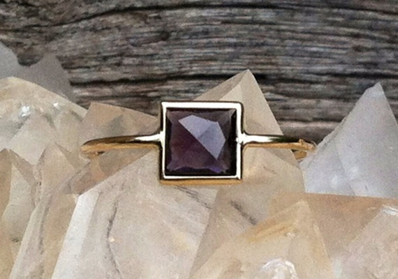 Untreated dark purple Spinel pyramid and solid 18k gold ring