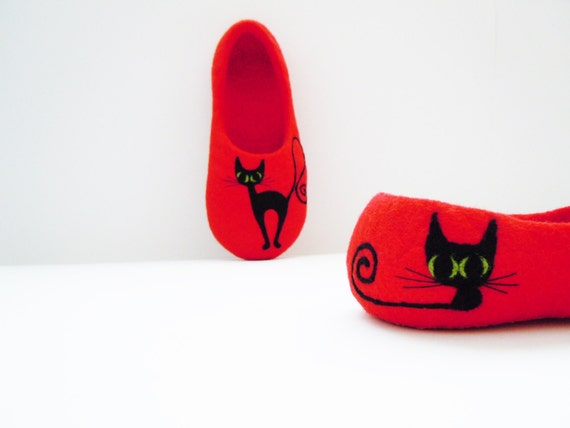 Felted bright red colour slippers BLACK