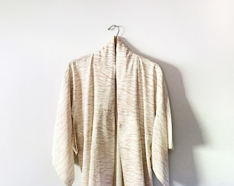 Lightweight Vintage Japanese Kimono Robe - Creamy Rayon Gestural Curves