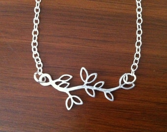 Silver leafy necklace