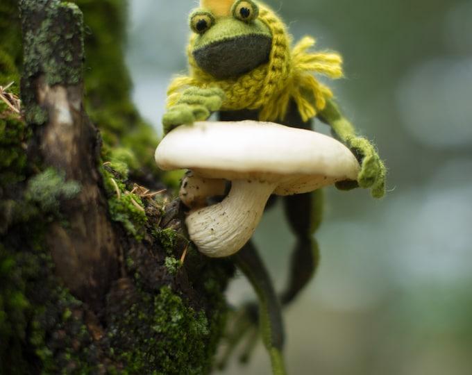 Frog Prince PDF pattern, Felt ornament, beginner sewing, Felt Animal sewing pattern, Stuffed frog Sewing pattern, felt Animal Pattern,