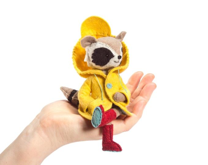 Rilla Raccoon kit, Felt Animal Craft Kit - Stuffed raccoon Sewing Kit - Animal Pattern and Supplies, DIY sewing, beginner sewing