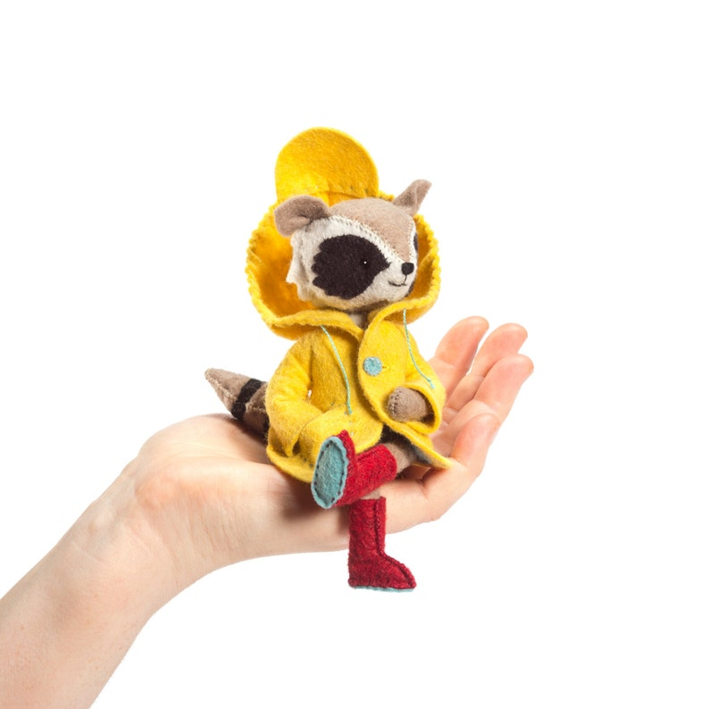 Rilla Raccoon kit Felt Animal Craft Kit  Stuffed raccoon image 0