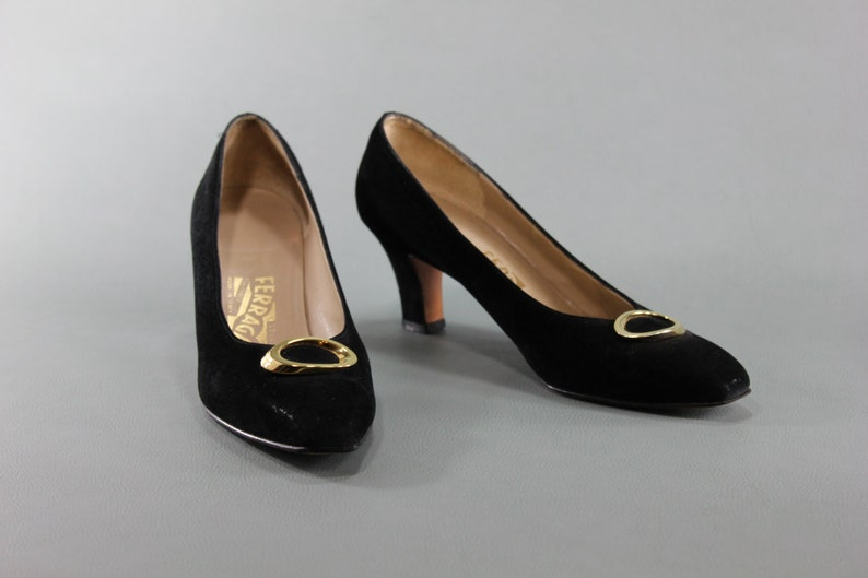 884375fb4473b Size 8 SALVATORE FERRAGAMO Vintage Ladies Women's Shoes Pumps Heels Round  Pointy Toe Designer Logo Gold Black Suede Italian Leather 8AA