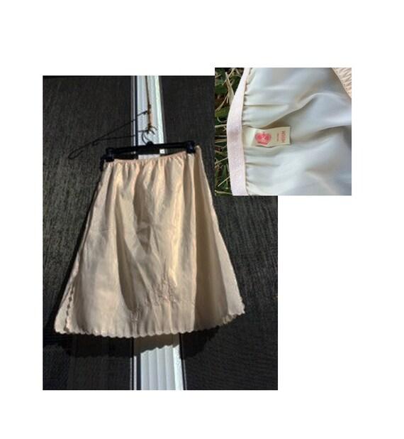 VENTE royauté des années 1960 Beige Vintage moitié glisser / Beige très doux glisse / pétoncles ourlet brodé fleur Design / taille M-L