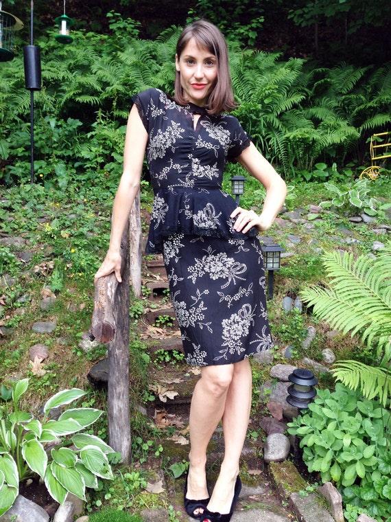 1940s Peplum Peek-a-Boo Hollywood Glamour Dress /