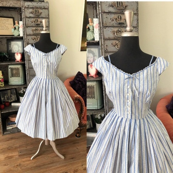 Vintage 1950's L'AIGLON Blue and White Stripe Cott