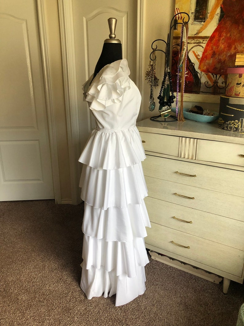 Vintage 1970/'s 80/'s White Gown with Ruffled Tiered Skirt Small