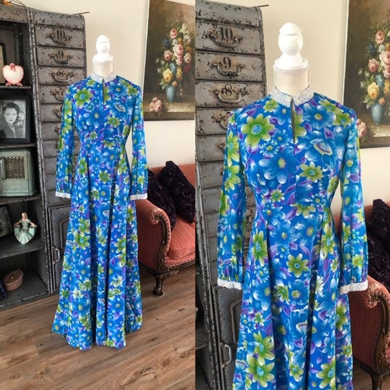 Vintage 1960's 70's Blue and Green Floral Print Dr
