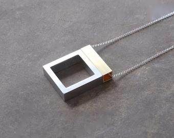 Collier minimaliste contemporain bijoux en métal mixte série Architecture flottante fenêtre ouverte