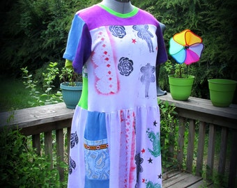 L. Block print Tshirt Dress in shades of purple, blue, and green. Roomy pockets. size large womens