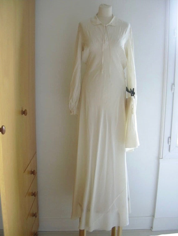 1930s-1940s Cream Embroidered Vintage Silk Gown Lo