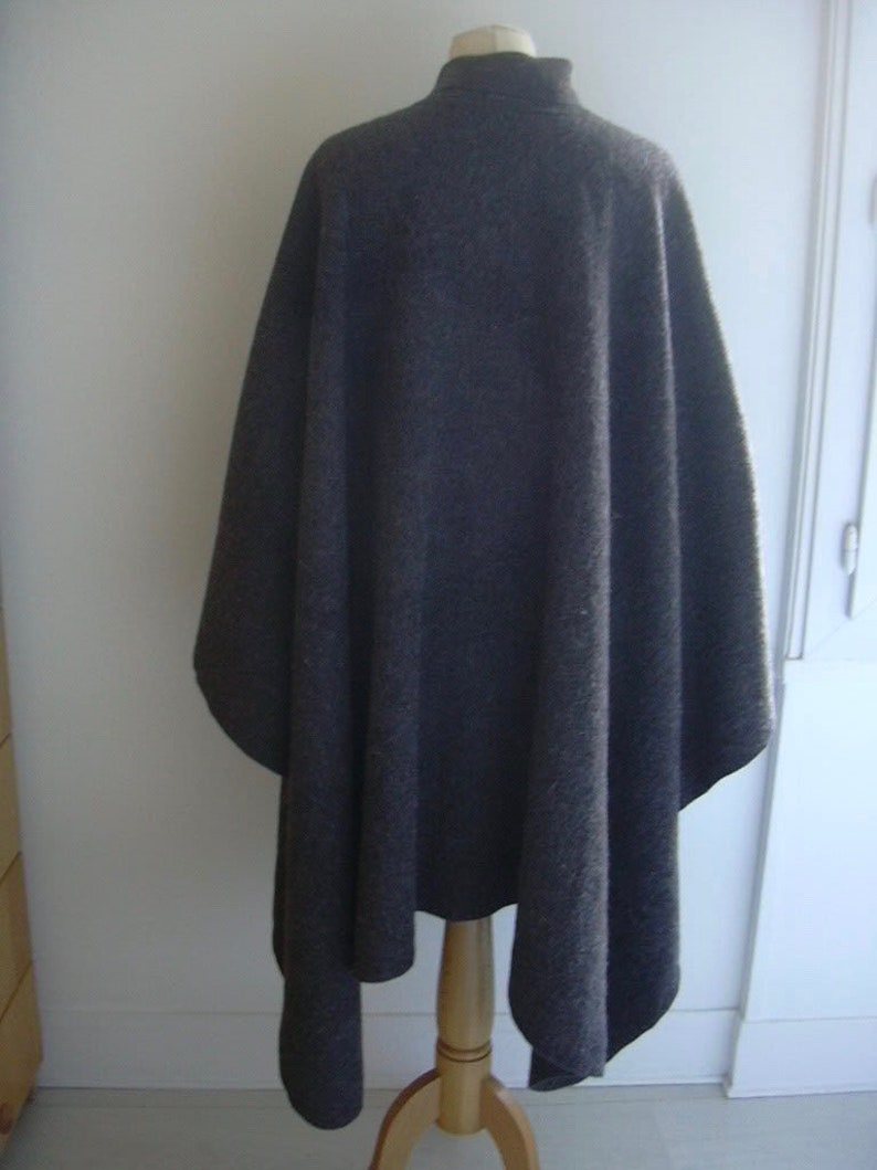 Charcoal Gray Knit Wool Blend Button Closure Vintage Cape S-M