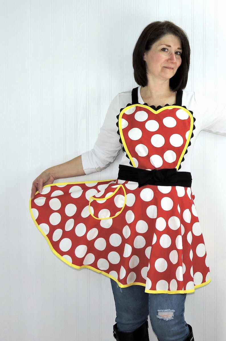 Retro 50s Circle Skirt Apron with heart-shaped bib flirty pin image 0