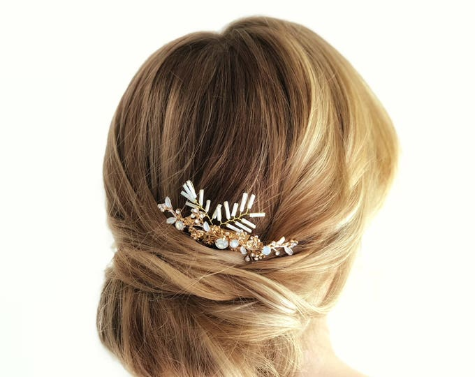 Gold Bridal Hair Comb, Wedding Headpiece, White beaded Hair Comb, Floral Wedding Hair Comb, Bridal Hair, White Leaves Wedding Hairpiece