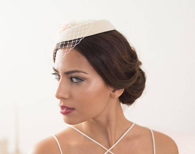 Ivory factinator hat, Wedding veil hat, ivory pillbox bridal hat, bridal fascinator, vintage bridal headpiece, birdcage hat, Bridal mini hat