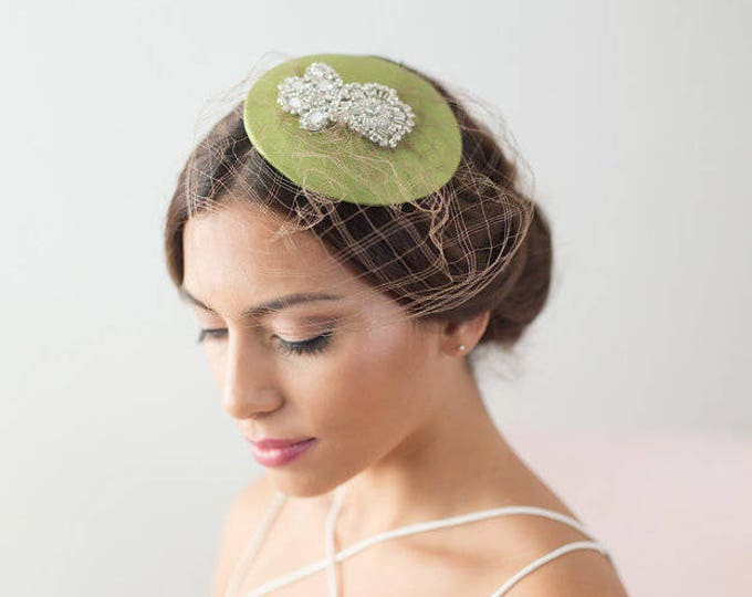 Green vintage veil hat, green factinator hat, veil hat, green bridal mini hat, bridesmaid hat, birdcage veil hat, birdcage veil hat