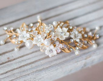 Simple Floral Hair comb, Back hairpiece, Small Wedding Hair Accessories, Elopement Bridal Headpiece, Gold Flower hairpiece, updo hair clip