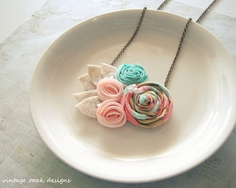 Coral, Mint  & Gold Mini Statement Necklace, Coral Mint Gold Rosette Necklace, Bridesmaid Necklace, Beach Wedding Jewelry ,Summer Jewelry