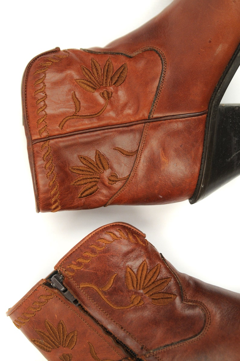 25c1d46d924ce Vintage 80s Brown Embroidered Floral Leather Southwest Stacked Heel Ankle  Boots 7
