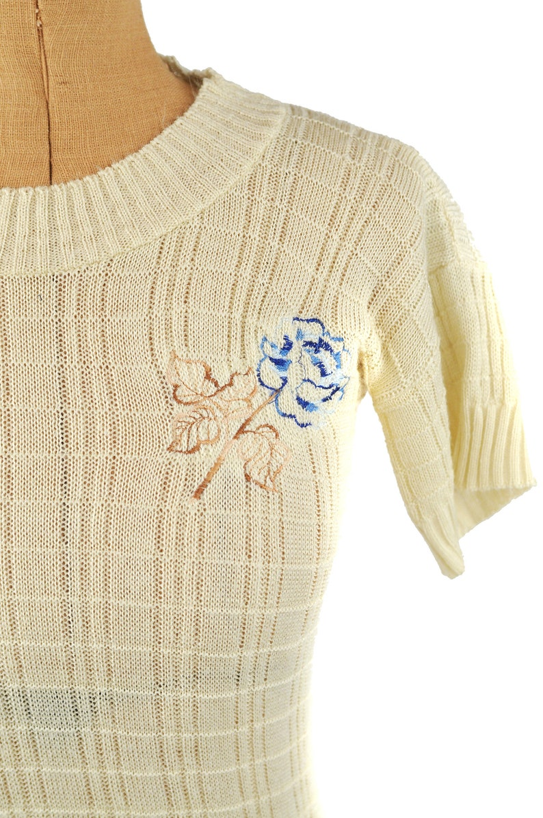 Vintage 70s Cream Semi Sheer Knit Embroidered Flower Short Sleeve Knit Sweater Top M