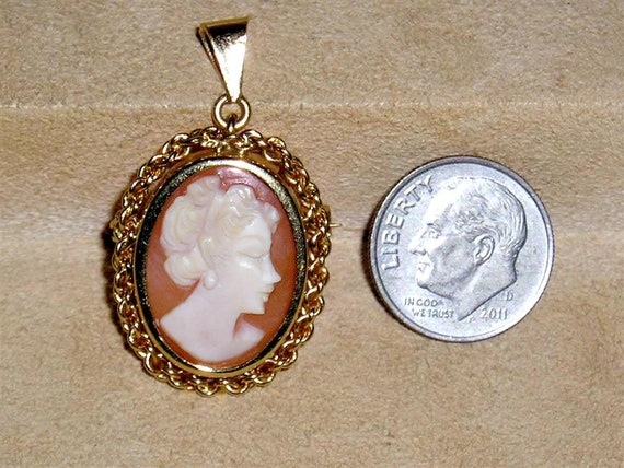Vintage Signed 18K Italy Gold Real Carved Shell Ca