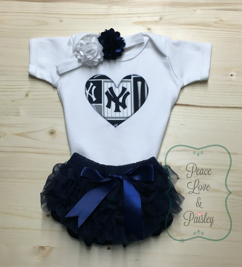 New York Yankees Newborn Infant Baby Shirt and Diaper Romper Gift Set