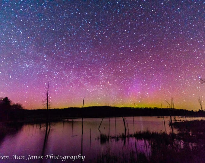Featured listing image: Aurora Lights up the Pond