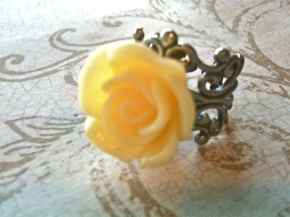 Adjustable Ring, Yellow Rose Ring, Cabochon Ring, Vintage Ring, Resin Ring, Silver Filigree Setting