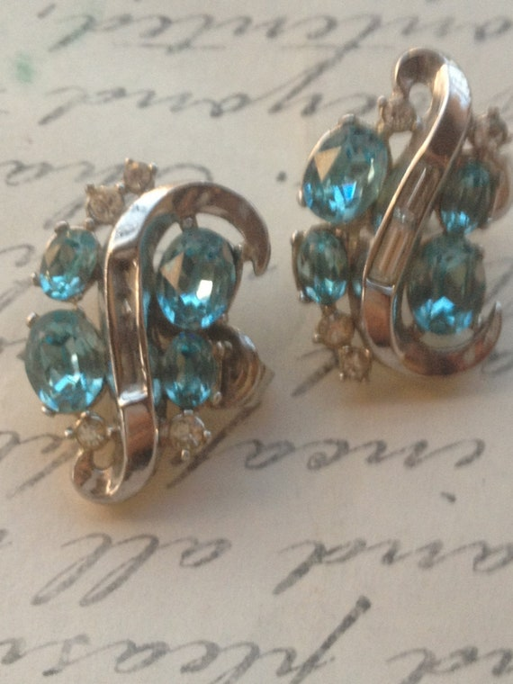 Vintage 1950s Blue and Crystal Rhinestone Clip On Earrings