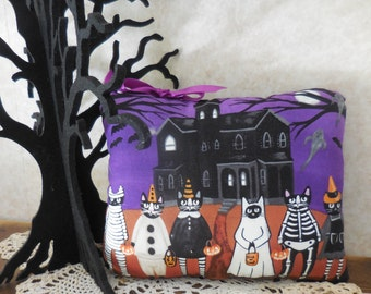 Spooky Halloween Glow in the Dark Pillow Tuck Whimsical Cats Trick or Treat