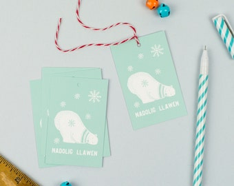 Welsh Christmas Gift Tags, Pack of 5 featuring a Polar Bear, Tagiau Anrheg Arth Wen