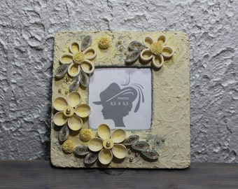 Frame for picture, picture framing, quilled frame, decorative frame, wooden frame, wall hanging, photo 3,5 X 3,5, gift, quilling